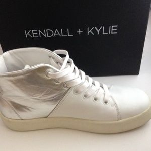 Kendall + Kylie Dylan White Leather Size 8M